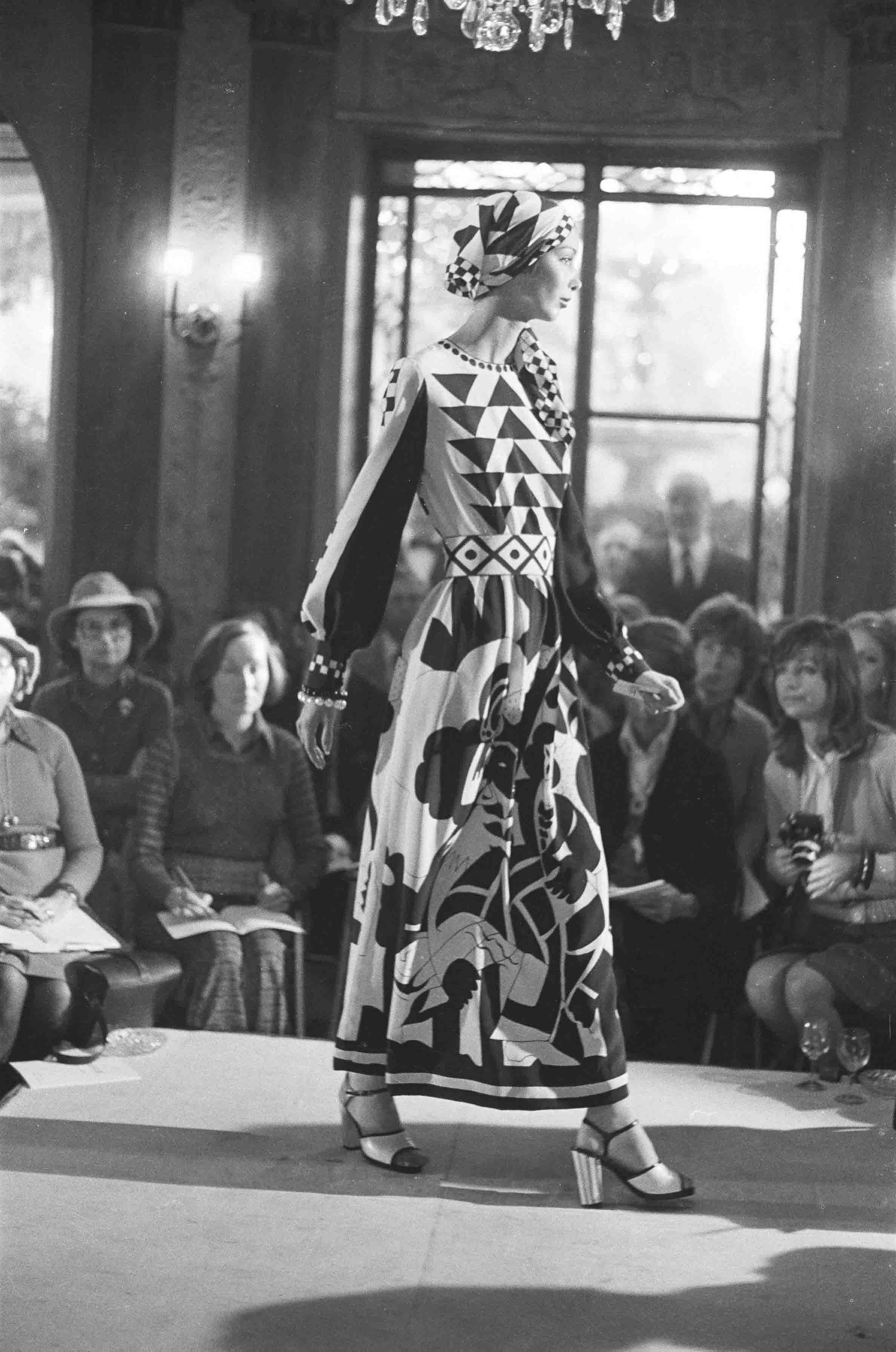 1973 Spring Summer 1973 Fashion Show At The Restaurant Laurent Paris © Jean Luce Huré
